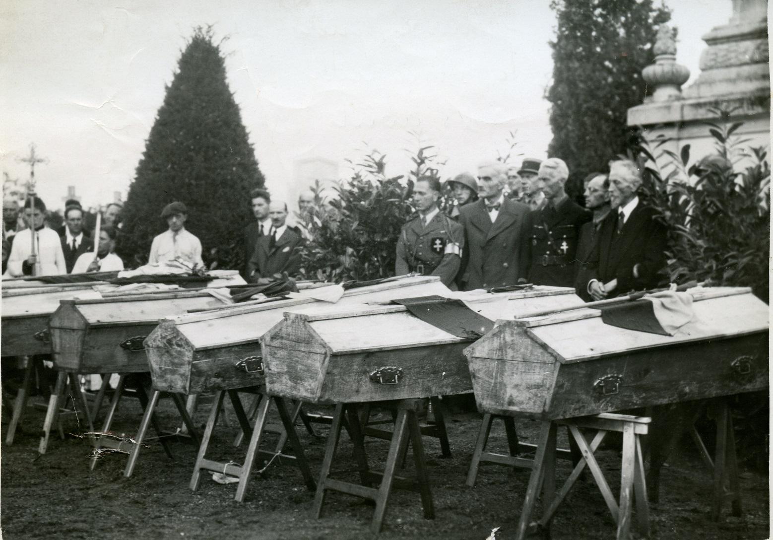 Inhumation de combattants tués à Neaux le 18 Aout 1944